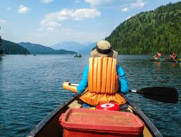 canoeing-over-shoulder